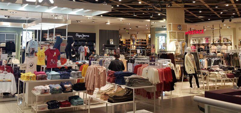 Los negocios locales compiten con las tiendas por departamentos